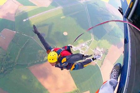 Saut en parachute ouverture automatique